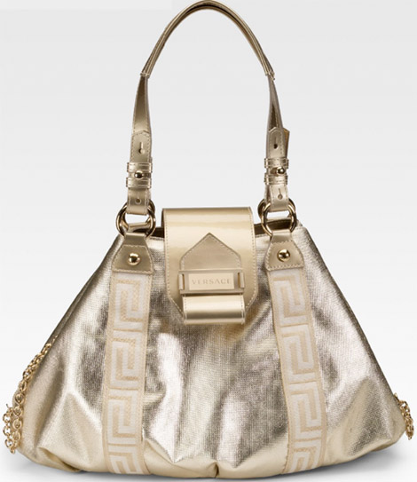 Форма сумки очень приятная и, безусловно, очень женственная.